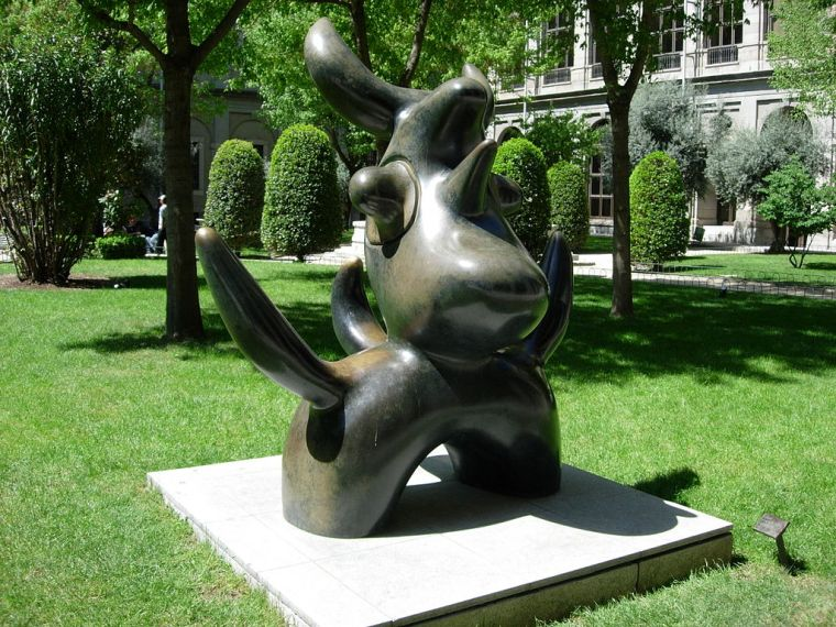 1024px-Miro's_sculpture,_MADRID